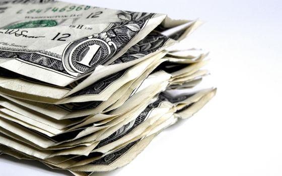 Бесплатные фото доллары,один,доллар,пачка,мятые,купюры,белый,фон,деньги