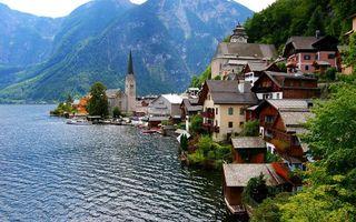Бесплатные фото дома,вода,озеро,деревья,горы,пики,город