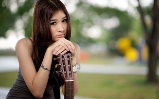Фото бесплатно китаянка, грусть, гитара