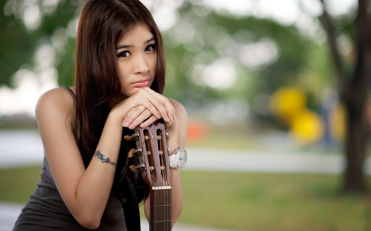 Фото бесплатно китаянка, грусть, гитара - на рабочий стол