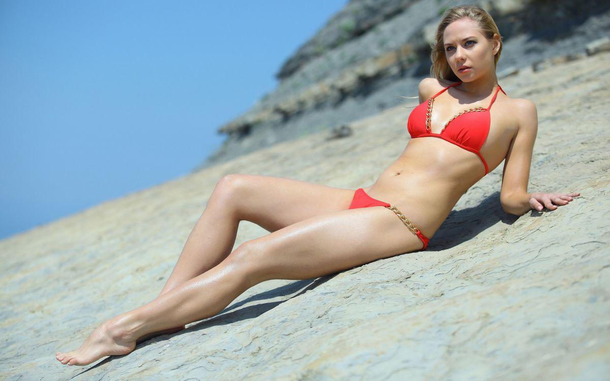 Фото бесплатно купальник, красный, ноги, живот, глаза, губы, девушки, девушки
