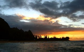 Фото бесплатно небо, тучи, солнце, свет, море, океан, озеро, волны, вода, камни, скалы, природа, пейзажи