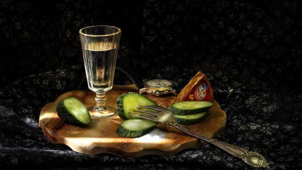Бесплатные фото рюмка,водка,огурец,вилка,сыр,плавленный,напитки