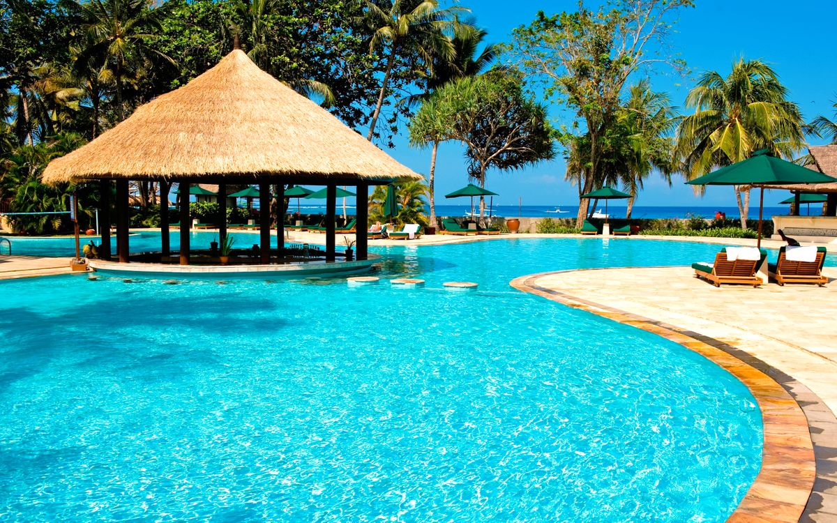 Фото бесплатно пальмы, бассейн, курорт - на рабочий стол