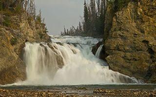 Бесплатные фото водопад,вода,капли,брызги,камни,скалы,лес