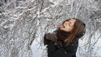 Фото бесплатно девушка, зима, ветки