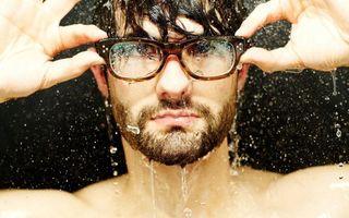 Бесплатные фото мужчина,под дождем,брызги,лицо,очки,борода,мужчины