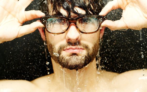 Фото бесплатно мужчина, под дождем, брызги