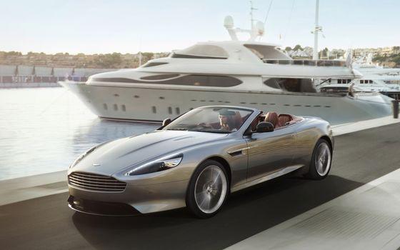 Бесплатные фото aston martin,серебро,кабриолет,причал,яхта,берег,машины