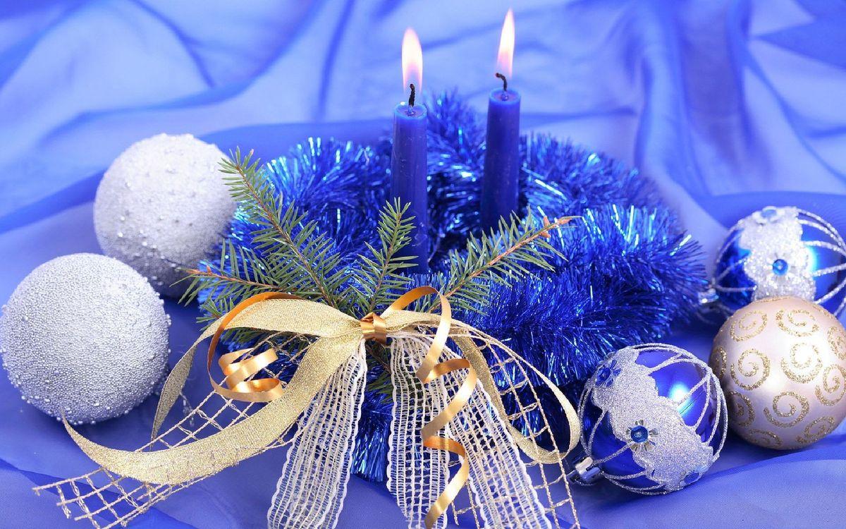 Фото бесплатно игрушки, свечи, новый год - на рабочий стол