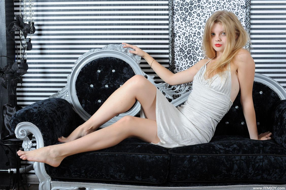 Фото бесплатно kisa p, брюнетка, dress, ноги, эротика, эротика