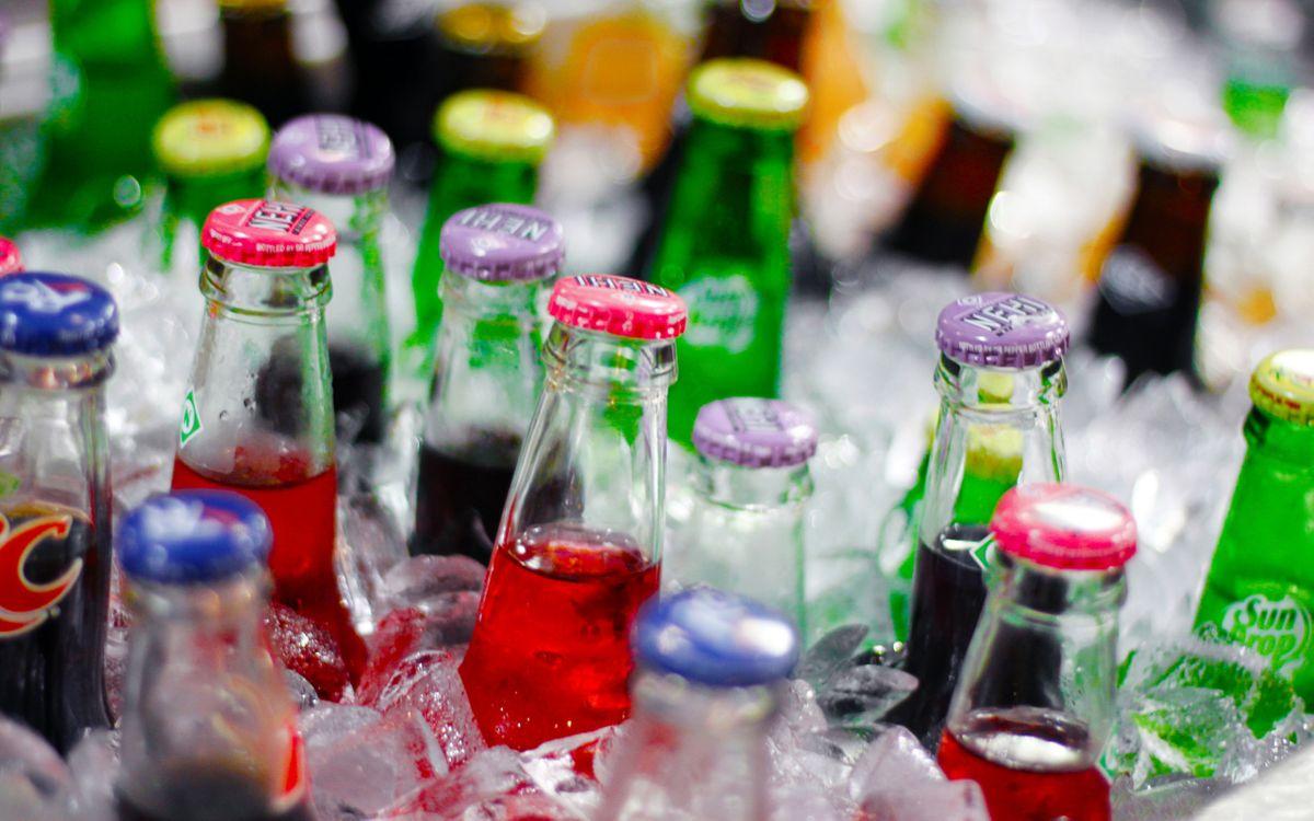 Фото бесплатно кола, пиво, бутылки, лед, холодильник, разное, разное - скачать на рабочий стол