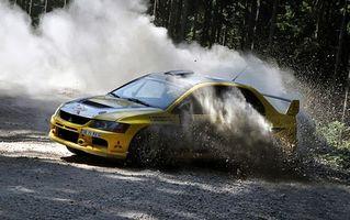 Фото бесплатно rally, wrc, занос, песок, гравий, пыль, камни, mitsubishi, желтая, машины, спорт