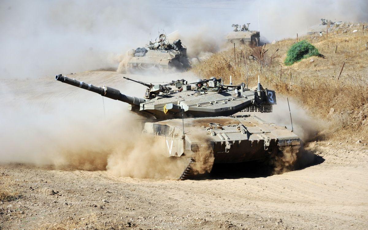 Фото бесплатно танк, бтр, дорога, пыль, военные, война, оружие, оружие
