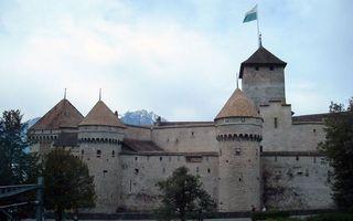 Бесплатные фото замок,крепость,башни,флаг,деревья,горы,вершины