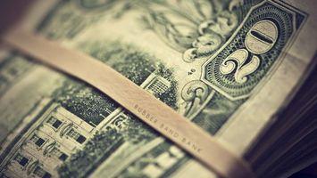 Фото бесплатно деньги, баксы, доллары, валюта, штрих-код, надпись, банк, банкнота, дома, окно, резинка, разное