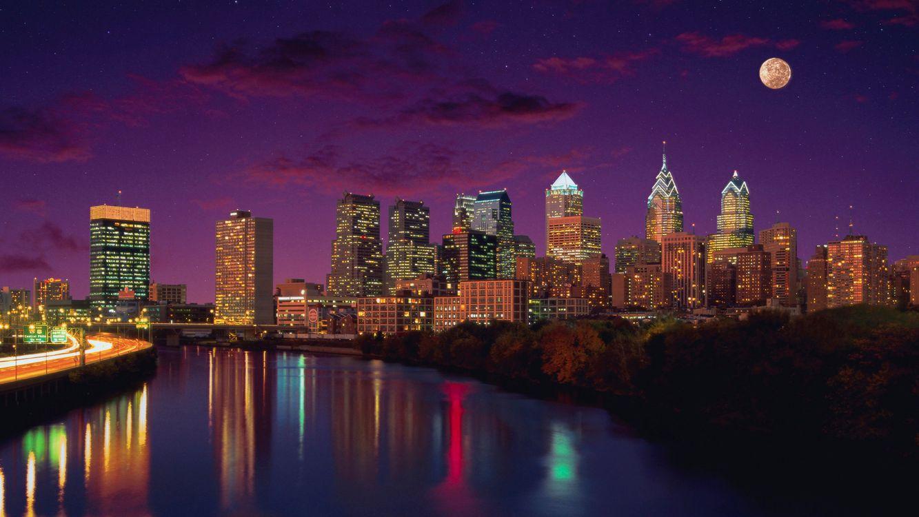 Фото бесплатно дома, высотки, вода, река, отражение, небо, облака, луна, звезды, вечер, закат, ночь, свет, огни, город, город
