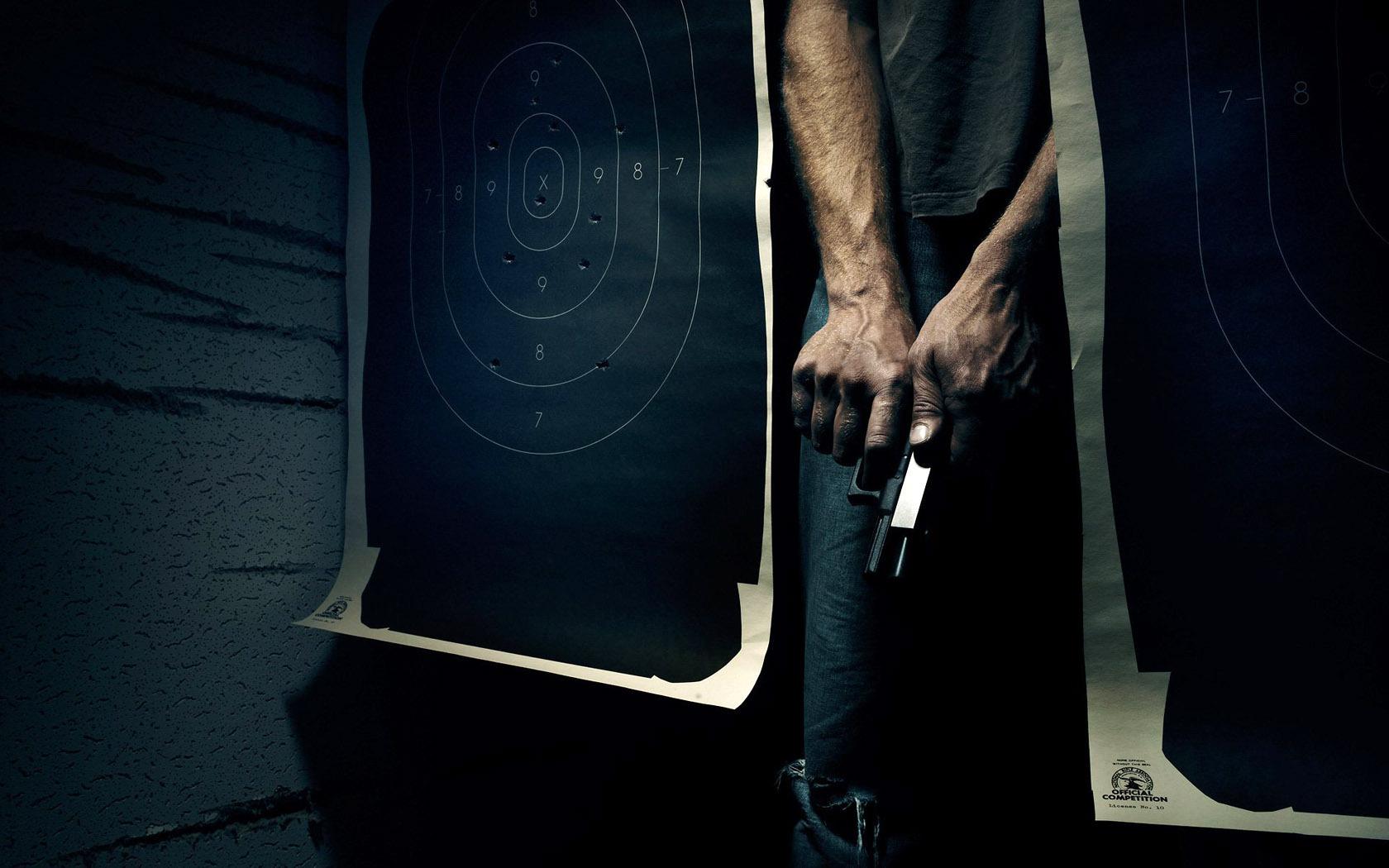 пистолет, ствол, передергивает