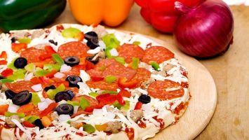 Фото бесплатно пицца, колбаса, лук
