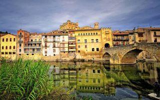 Бесплатные фото река,растительность,мост,арки,дома,окна,балконы
