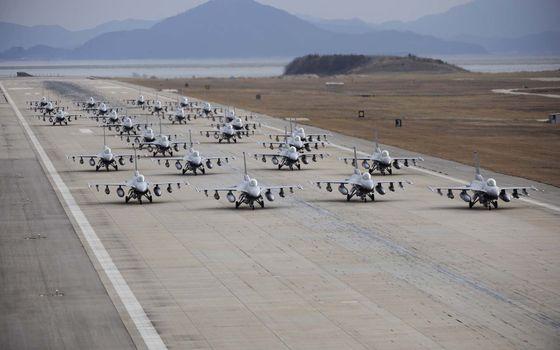 Photo free airplanes, strip, take-off