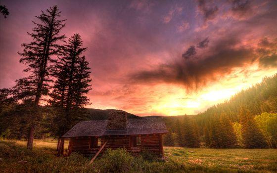 Фото бесплатно старый дом, лес, поляна, закат