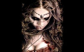 Бесплатные фото волосы,глаза,кровь,платье,губы,тени,девушки