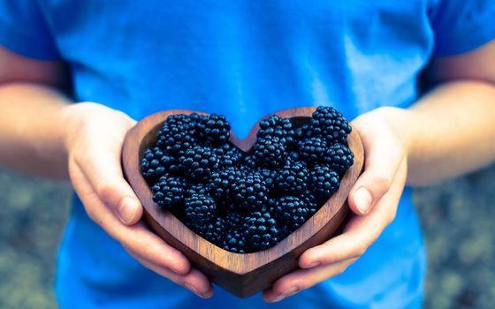 Photo free berries, black, wooden