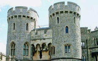 Обои замок, укрепление, стены, кирпич, дом, окна, музей, стекла, город
