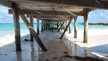 Бесплатные фото здания,море,вода,волны,пирс,песок,город
