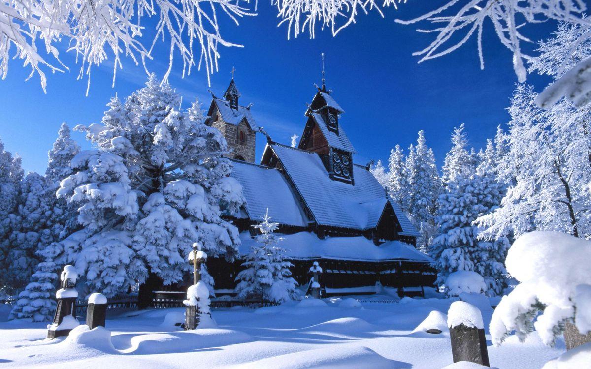 Фото бесплатно зима, снег, сугробы, деревья, иней, церковь, кресты, захоронения, пейзажи, пейзажи