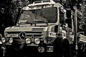 Фото бесплатно грузовик, ралли, фары, гонка, выхлоп, фонари, машины