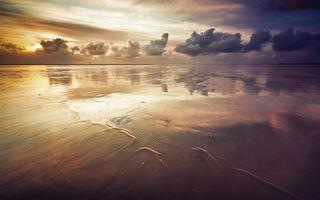Заставки пляж, берег, море, песок, небо, тучи, закат