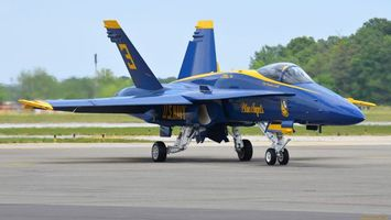 Бесплатные фото самолет,синий,крылья,шасси,кабина,пилот,авиация