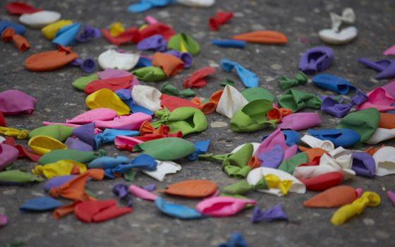 Фото бесплатно шарики, лопнутые, разноцветные