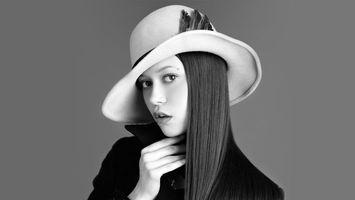 Фото бесплатно шляпа, белая, волосы, глаза, пальто, черное, девушки