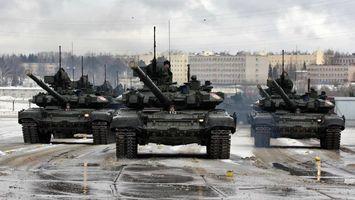 Бесплатные фото танки,город,дома,пулеметы,солдаты,дорога,оружие