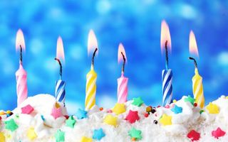 Бесплатные фото торт,крем,звездочки,свечи,фетиль,огонь,еда