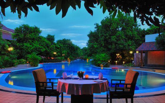 Photo free evening, pool, backlight
