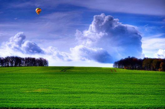 Photo free trees, hill, balloon