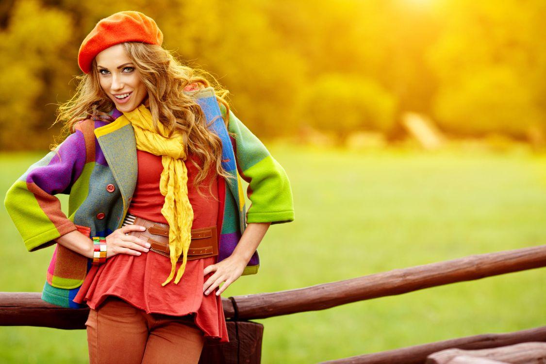 Фото бесплатно девушка, красавица, улыбка, одежда, стиль, настроение, настроения