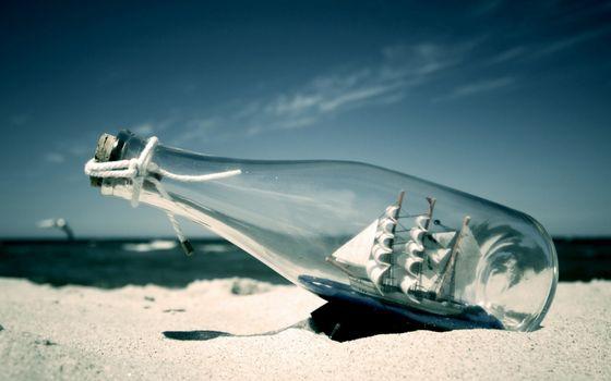 Бесплатные фото берег,песок,море,бутылка,пробка,корабль,макет