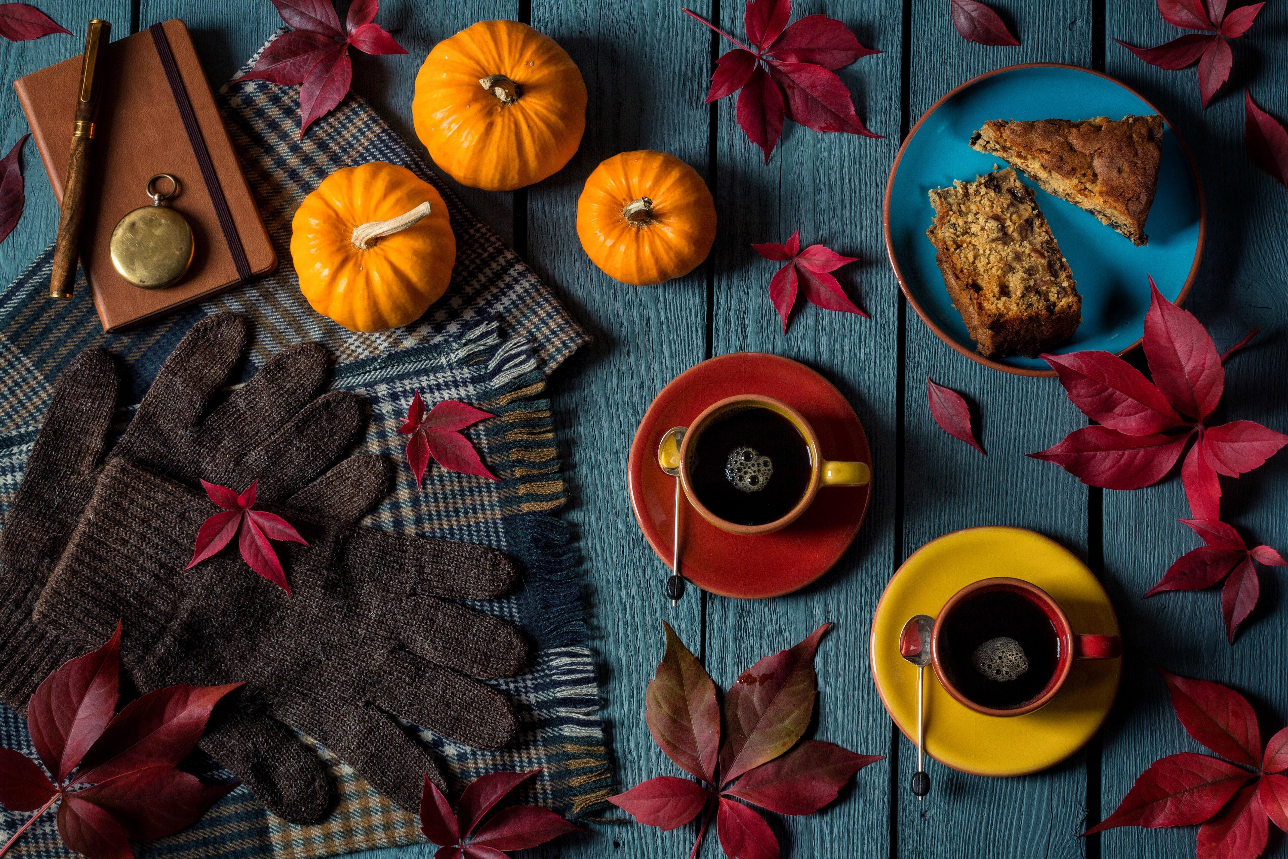 обои стол, чашки, перчатки, торт картинки фото