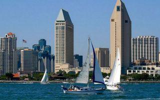 Бесплатные фото море,яхты,паруса,побережье,дома,высотки