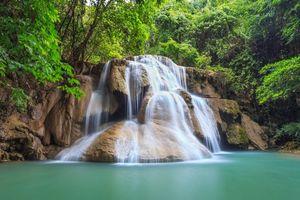 Фото бесплатно водопад, водоём, лес, деревья, скалы, пейзаж