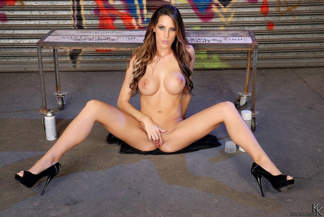 Фото бесплатно Kortney Kane, красотка, девушка, модель, голая, голая девушка, обнаженная девушка, позы, поза, сексуальная девушка, эротика, эротика