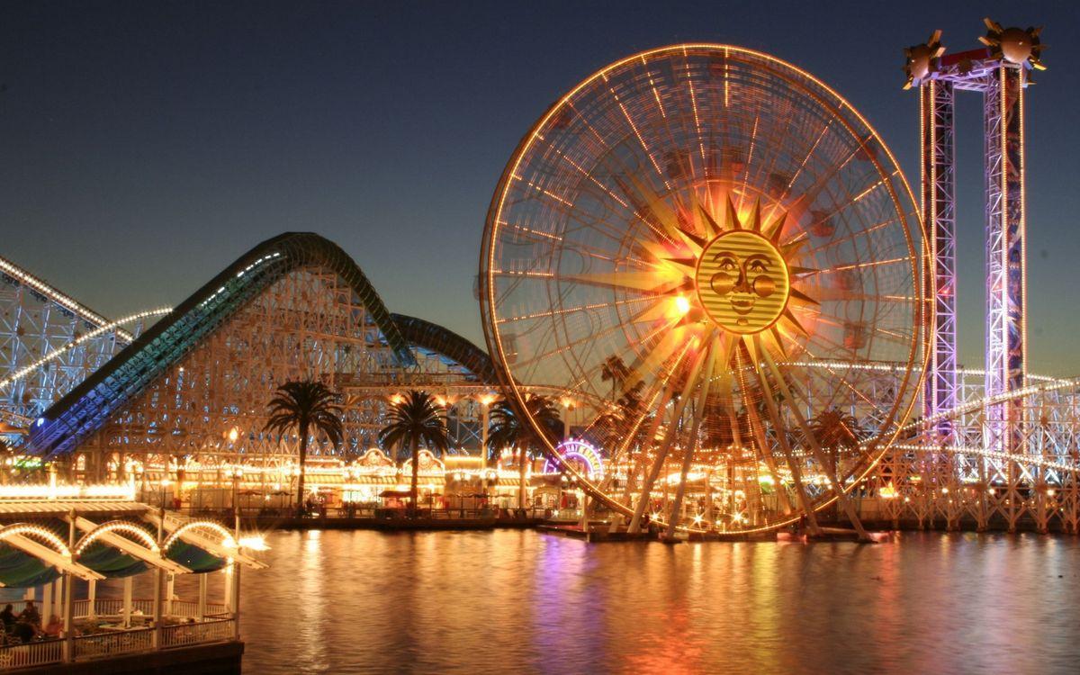 Фото бесплатно ночь, парк развлечений, аттракционы, фонари, огни, водоем, город
