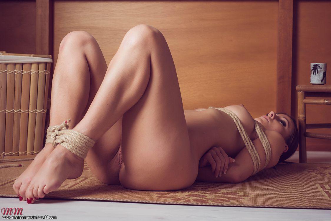 Связали ню фото, Фото связанных голых девушек. Бдсм 25 фотография