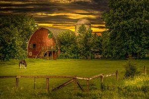 Фото бесплатно поле, дом, закат, деревья, пейзаж