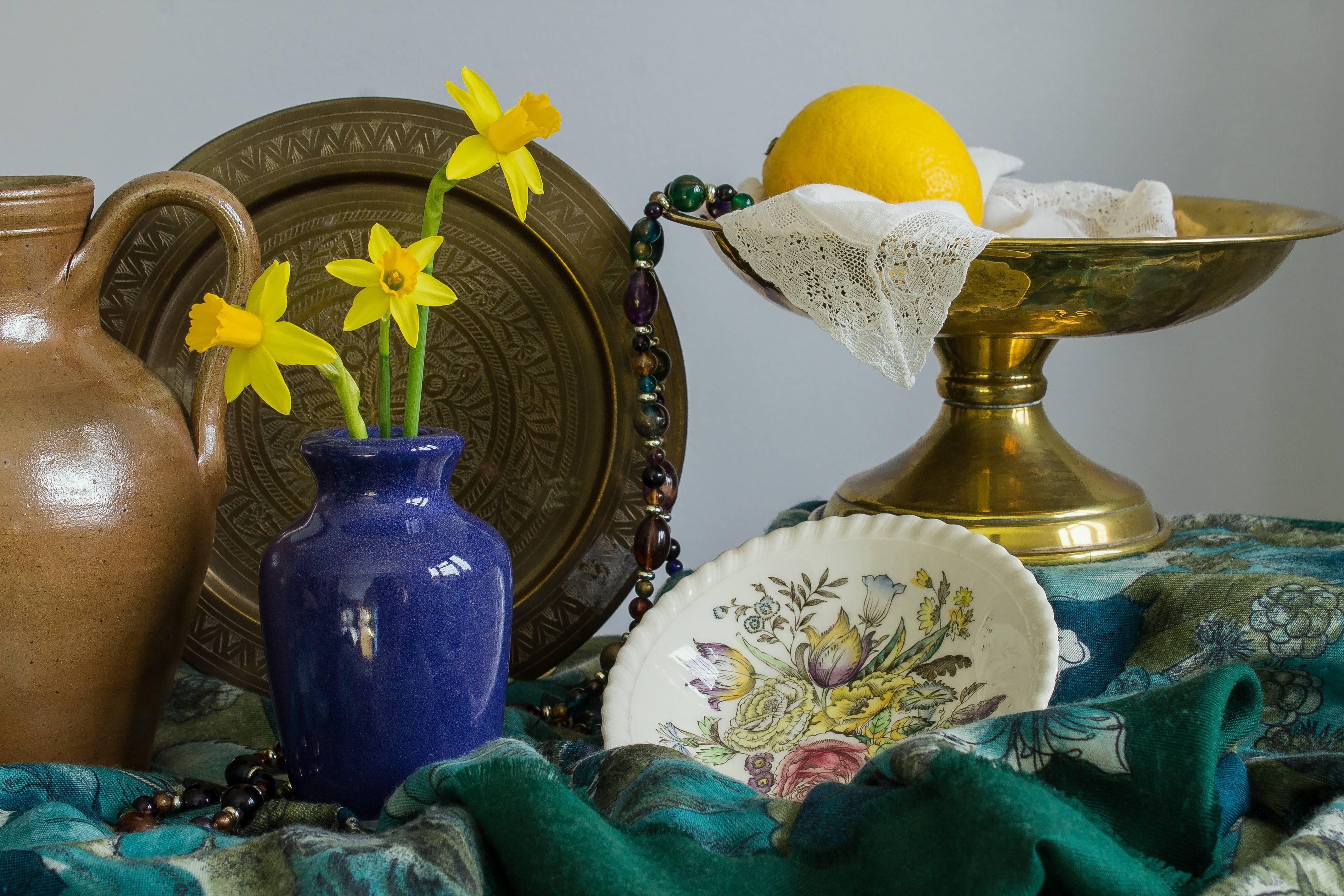 стол, ваза, цветы, лимон бесплатно